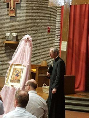la novena a Maria che Scioglie i Nodi una volta al mese, per nove mesi consecutivi, nella Chiesa di San Lorenzo in Piscibus, a Roma, in Vaticano, guidati da Mons. Guido Marini